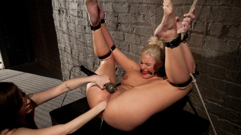 связанные веревками порнозвезды порно фото